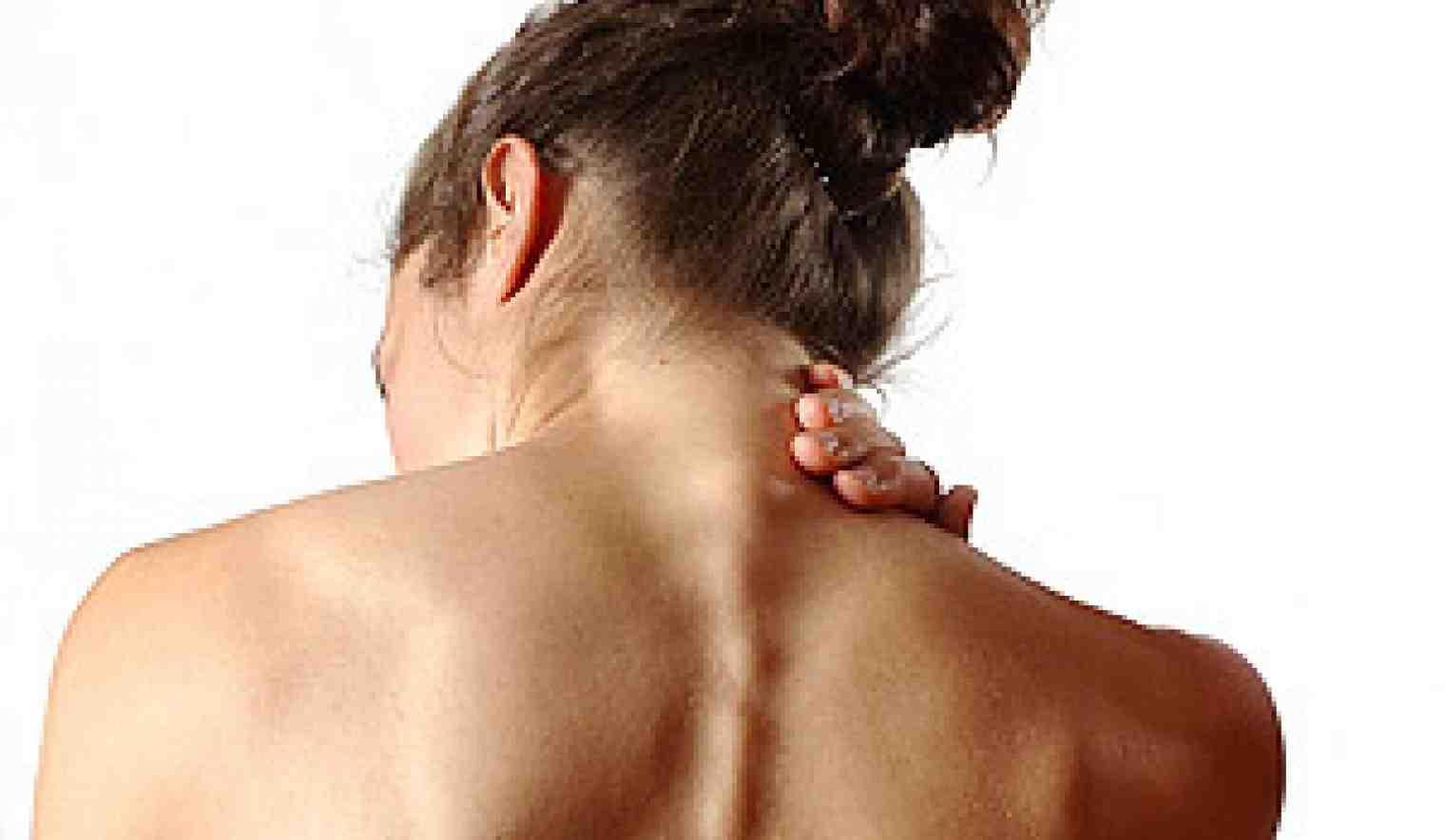 когда исторически сильная боль в спине рядомм с позвоночником живут девушки